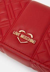 Love Moschino - EVENING BAG - Umhängetasche - red - 4