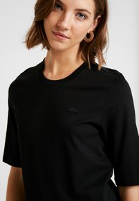 Lacoste - ROUND NECK CLASSIC TEE - Basic T-shirt - black - 3