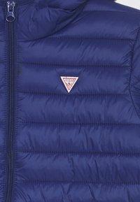 Guess - JUNIOR UNISEX PADDED PUFFER - Winter jacket - blue - 2