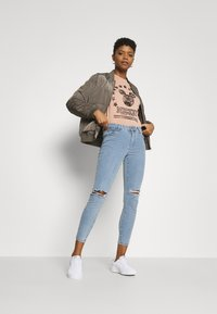 Cotton On - MID RISE CROPPED - Jeans Skinny Fit - flynn blue - 1