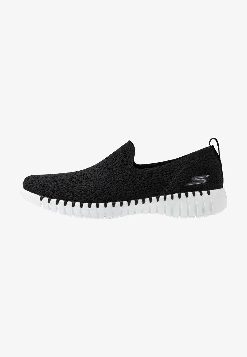 Skechers Performance - GO WALK SMART - Sportieve wandelschoenen - black/white