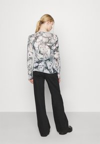 Monki - FAIRLY TOP - Maglietta a manica lunga - marble stone - 2