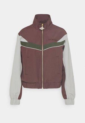 TRACK  - Sportovní bunda - burgundy