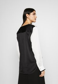 DKNY - BLOUSE WITH TWIST FRONT - Bluser - offwhite - 2
