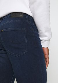 Lee - BROOKLY - Straight leg jeans - clean dark ray - 4