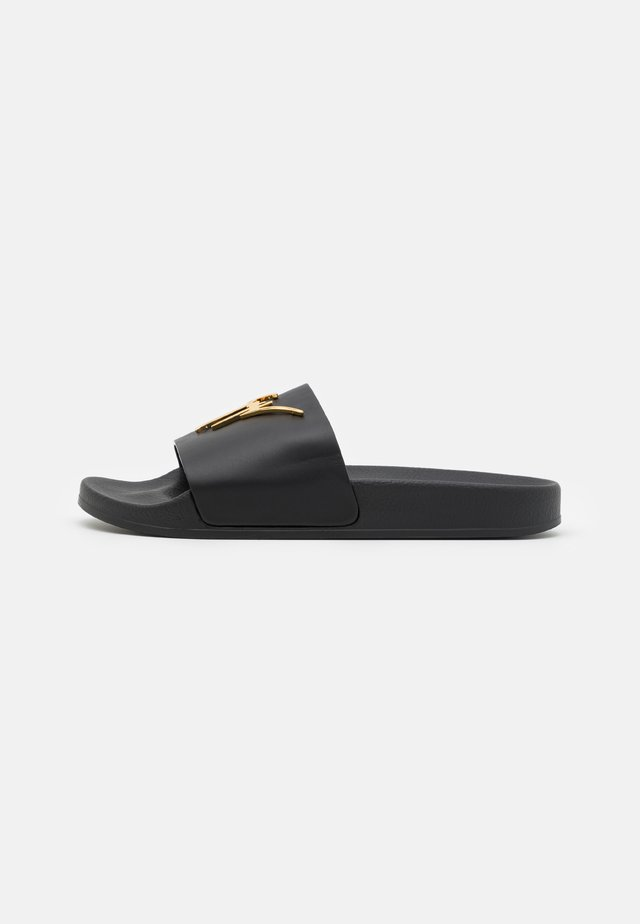 Pantofle - black/gold