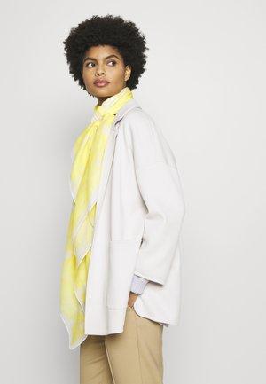 TIE DYE SQUARE SCARF - Foulard - pastel yellow