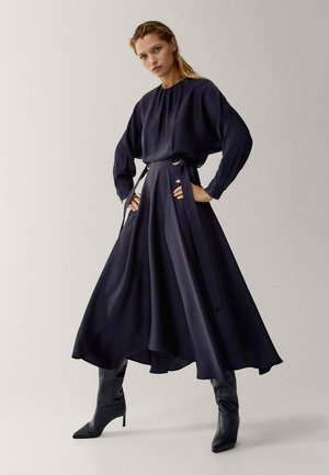 MIT ASYMMETRISCHEM SAUM - Day dress - dark blue