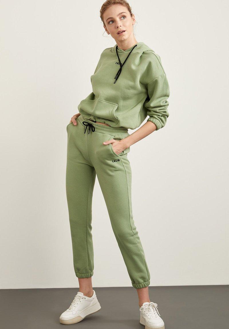 DeFacto - Hoodie - green