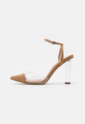ETSIE PERSPEX HEEL COURT - Zapatos altos - nude
