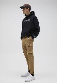 PULL&BEAR - Cargo trousers - beige - 3