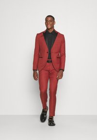 Isaac Dewhirst - THE TUX - Dress - red - 1