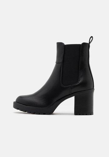 ONLBARBARA CHELSEA BOOTIE  - Kotníkové boty na platformě - black