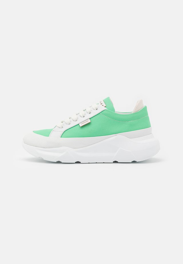 Sneakers - white/green