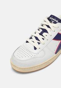 Diadora - MAGIC ICONA UNISEX - Sneaker low - white/twilight blue - 6