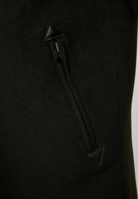 Goosecraft - CARDER COAT - Zimní kabát - black/olive - 5
