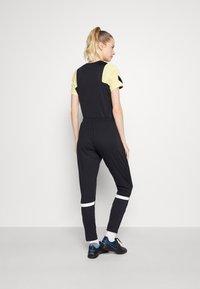 Nike Performance - ACADEMY 21 PANT - Spodnie treningowe - black/white/white/saturn gold - 2