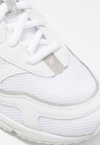 New Balance - WSXRC - Matalavartiset tennarit - white - 2