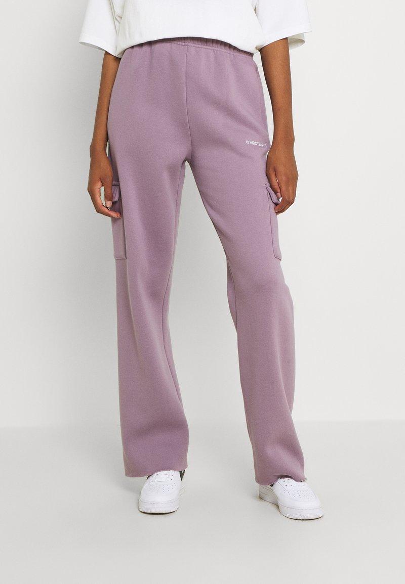 WRSTBHVR - GATY PANTS STONE LILAC WOMEN - Cargo trousers - stone lilac
