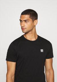 Diesel - T-DIEGOS-K30 - Basic T-shirt - black - 3