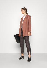 Theory - CLAIRENE LUXE NEW - Classic coat - dark rose - 1