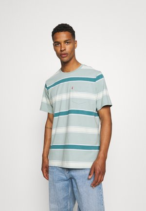 RELAXED FIT POCKET TEE - Print T-shirt - poolside/blue surf