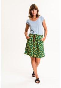 UVR Berlin - A-line skirt - grün mit gelbem blütenprint - 2