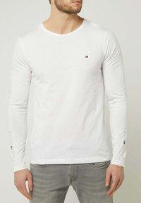 Tommy Hilfiger - LONGSLEEVE - Long sleeved top - weiß - 0