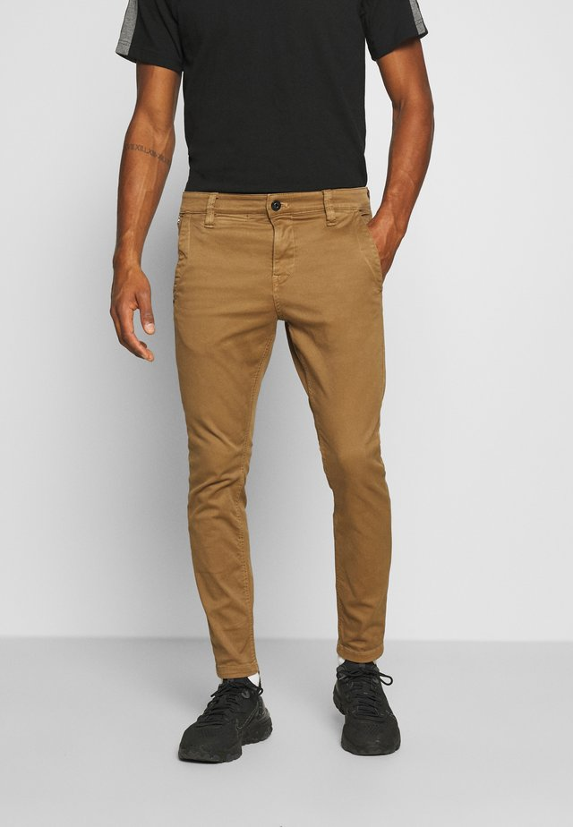 SKINNY CHINO - Chinos - brown