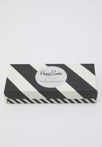 Happy Socks - CLASSIC GIFT SET 4 PACK - Socks - black/white - 2