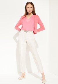 comma - MIT SPITZENBLENDE - Cardigan - pink - 1