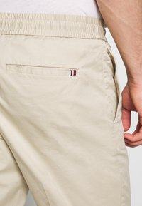 Tommy Hilfiger - ACTIVE PANT SUMMER FLEX - Trousers - beige - 5
