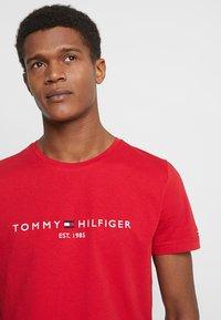 Tommy Hilfiger - LOGO TEE - Print T-shirt - red - 3