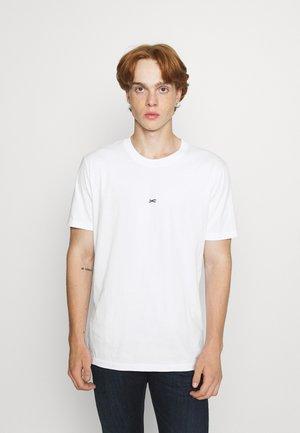 CRANE FLOWER REG TEE MOJ UNISEX - T-shirt med print - bright white