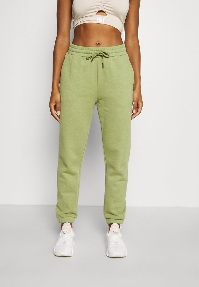 ESSENTIALS - Pantaloni sportivi - fern green