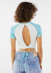 Bershka - Print T-shirt - blue/white - 2