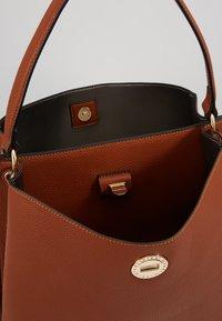 L.CREDI - MAXIMA - Handbag - cognac - 4