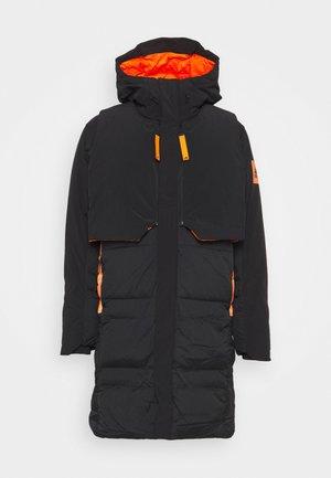 MYSHELTER URBAN COLD RDY OUTDOOR JACKET - Gewatteerde jas - black/orange