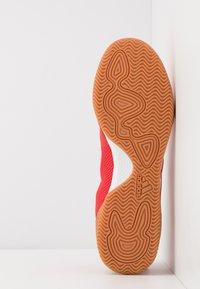 adidas Performance - COPA 20.3 IN SALA - Botas de fútbol sin tacos - action red/footwear white/core black - 4
