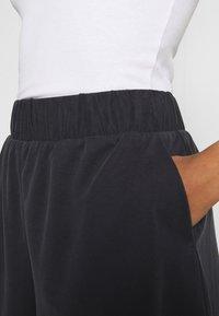 Monki - Shorts - black dark - 4