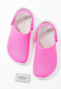 Crocs - LITERIDE - Ciabattine - electric pink/almost white - 7
