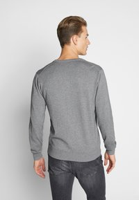 GANT - CLASSIC COTTON V-NECK - Jumper - dark grey melange - 2