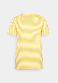 Selected Femme - SLFMY PERFECT SS TEE BOX CUT STR COLOR B - Print T-shirt - citrus/snow white - 1
