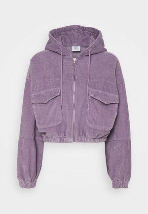 PATCH POCKET JACKET - Lehká bunda - purple
