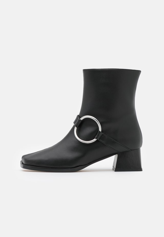 VEGAN IVETTE - Korte laarzen - black