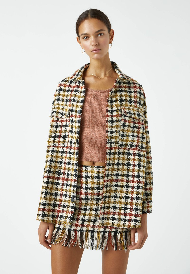 PULL&BEAR - MIT HAHNENTRITTMUSTER - Button-down blouse - yellow