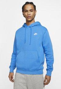 Nike Sportswear - CLUB HOODIE - Bluza z kapturem - light blue - 0