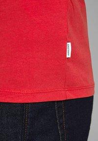 Jack & Jones - Camiseta básica - true red - 6