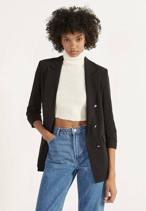 MIT HOCHGEROLLTEN ÄRMELN - Short coat - black
