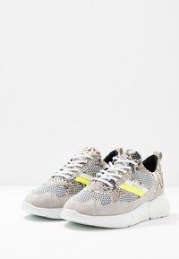 Mercer Amsterdam - SNAKE NEON - Sneakers - white - 2